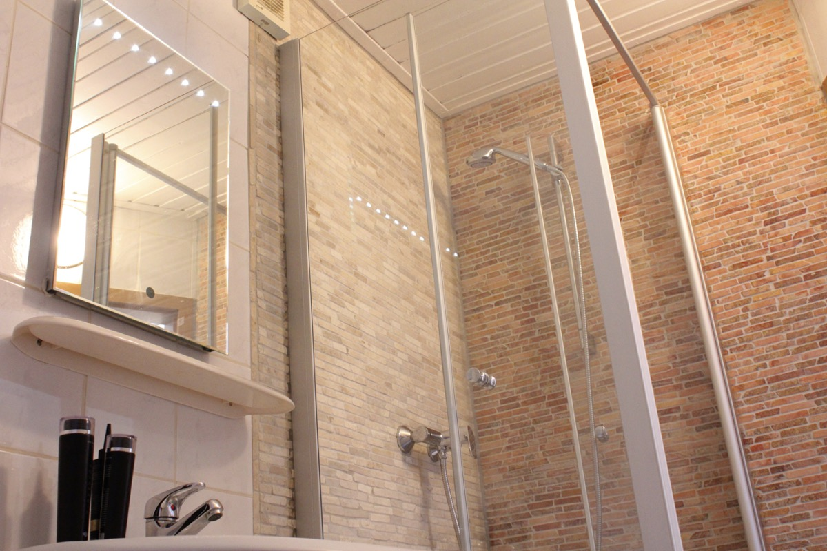 Moderne Dusche, Dachgeschoß